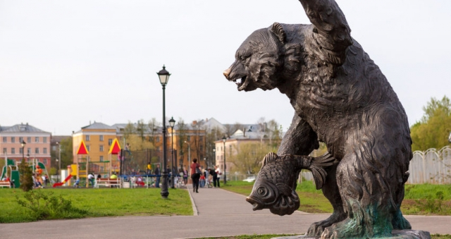 Бронзовая скульптра медведя