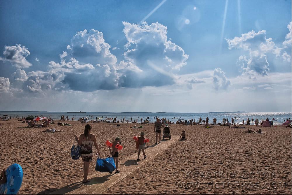 Песчаный пляж Юютери
