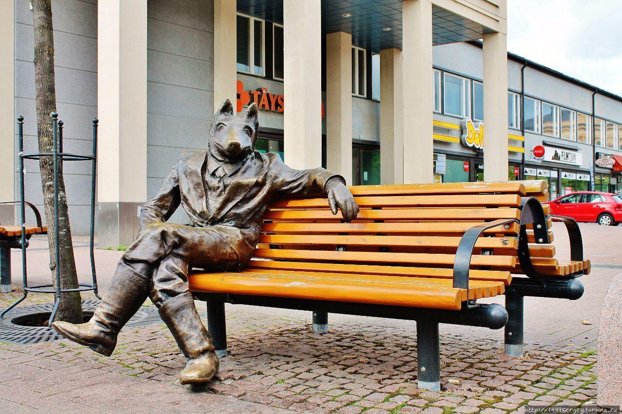 Скульптура бронзового волка