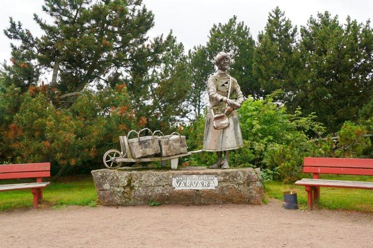 Памятник булочнице Варваре в Хамине