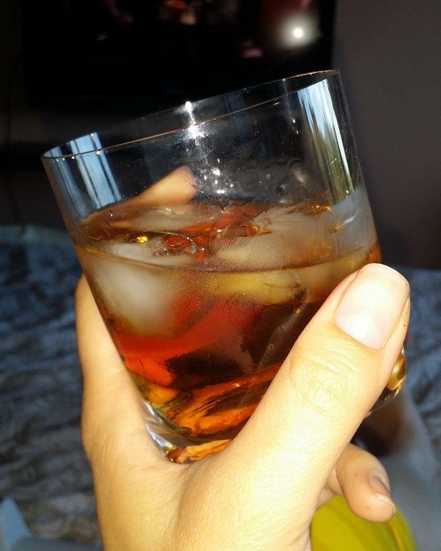 c чем пьют ликер